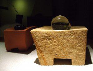 Steinschalen der Bildhauerin Doris Gessner