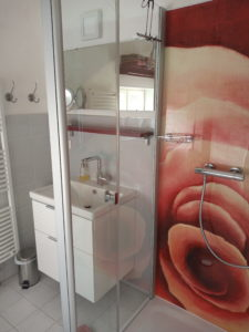 Badezimmer vom Rosenzimmer