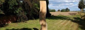 Stele an der Einfahr zur Pension Weidenbaum und Wildhecke